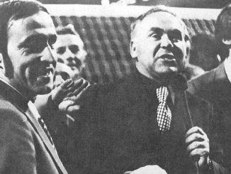 Jan Ciszewski po slynnym meczu z Anglikami na Wembley w otoczeniu Jana Domarskiego i Kazimierza Deyny