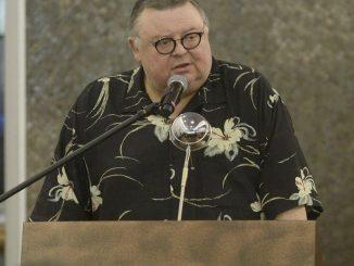 Wojciech Mann na pogrzebie Kory