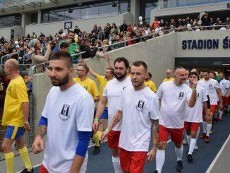 Mecz charytatywny Politycy Dziennikarze na Stadionie Śląskim