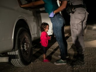 Zdjęcie roku Crying Girl on the Border - John Moore, USA, Getty Images