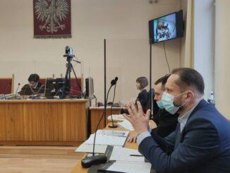 Kamil Durczok przed Sądem Rejonowym w Piotrkowie